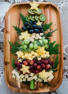 These creative holiday snack boards are sure to brighten your spirits and inspire some healthy grazing during the extra time at home. Christmas Party Table, Christmas Snacks, Christmas Brunch, Xmas Food, Christmas Cooking, Christmas Cheese, Christmas Diy, Christmas Entertaining, Holiday Parties