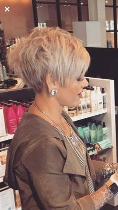 Chic Short Haircuts for Women Over 50 Short Hairstyles 2018 2019 Most Popular Short Hairstyles for 2019 Trendy Haircut, Stylish Short Haircuts, Latest Short Haircuts, Short Hairstyles Over 50, Sassy Haircuts, Popular Short Hairstyles, Short Pixie Haircuts, Hairstyles 2018, Popular Haircuts