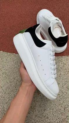 Alexander Mcqueen Zapatos, White Sneakers, Shoes Sneakers, Adidas Shoes Women, Women Nike, Womens Fashion Sneakers, Sneakers Women, Hype Shoes, Dream Shoes