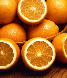 Eat an orange. People who don't get enough vitamin C burn 25 % less fat when working out than those who have adequate levels, say researchers. People who are vitamin-C deficient can quadruple their fat burn after taking 500 mg of the nutrient Israel Food, Home Remedies, Natural Remedies, Vitamin C Benefits, Salud Natural, Foods To Avoid, Cooking Oil, Cooking Bacon, Cooking Turkey