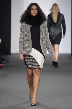 Elena Miró Otoño Invierno 2016/17 - 23 Black White Fashion, Black And White, White Style, Curvy Girl Fashion, Plus Fashion, Curves, Sequin Skirt, Radical Acceptance, Mini Skirts