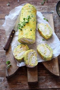 Rulada de omleta cu dovlecei si morcovi, reteta de gustare rece lejera. Reteta…