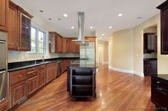 Traditional Two-Tone Kitchen Cabinets #95 (Kitchen-Design-Ideas.org)
