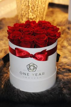 Red roses in a hat box that last for 1 year make a perfect romantic gift or anniversary present . 16th Birthday, Birthday Ideas, Preserved Roses, Anniversary Present, White Box, Romantic Gifts, 1 Year, Red Roses, Presents