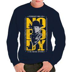 Mario Girotti alias Terence Hill wurde vor allem durch zahlreiche Prügel-Western-Komödien mit Bud Spencer bekannt. Das T-Shirt spielt auf seine wohl bekannteste Rolle als Nobody an.