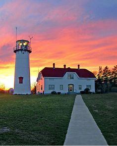 Chatham Lighthouse at Sunset, Cape Cod, Massachusetts Beautiful Ocean, Beautiful Places, Beautiful Scenery, Lighthouse Keeper, Puerto Rico, Cape Cod Lighthouses, Beacon Of Light, Vacation Places, Boats