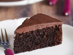I know it sounds weird: chocolate cake and tofu, together? It's so tasty, and a much healthier way to eat cake! Alain Ducasse, No Cook Desserts, Easy Desserts, Tofu Recipes, Cake Recipes, Magic Custard Cake, Diet Cake, Cake Chocolat, Healthy Sweet Treats