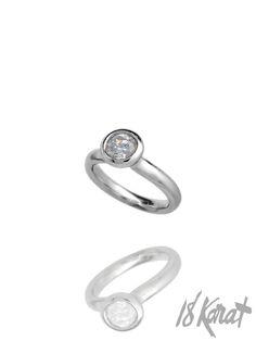 Luna Engagement Ring   18Karat