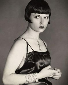 Stunning Portrait Photos of Louise Brooks in 'The Canary Murder Case' Hollywood Scenes, Old Hollywood Glamour, Vintage Glamour, Vintage Beauty, Classic Hollywood, Louise Brooks, Gatsby Hair, 1920s Hair, Belle Epoque