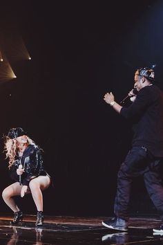 Beyonce and Jay Z - i die for this pic! cant wait to see yall in July!!