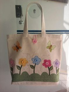 Flower bag- Bolsa flor Flower bag - Fabric flowers are great, … - My CMS Diy Tote Bag, Reusable Tote Bags, Sewing Crafts, Sewing Projects, Embroidery Bags, Flower Bag, Jute Bags, Craft Bags, Patchwork Bags