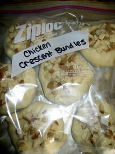 The Virtuous Wife: Chicken Crescent Bundle Tutorial (FREEZER MEAL) Can't wait to eat theseo nce the baby is here. The mixture was delicious! Bulk Cooking, Freezer Cooking, Cooking Recipes, Batch Cooking, Cooking Tips, Meal Recipes, Dessert Recipes, Make Ahead Freezer Meals, Crock Pot Freezer