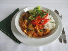 Tojásos lecsó rizzsel Curry, Ethnic Recipes, Food, Curries, Essen, Kalay, Yemek, Eten, Meals