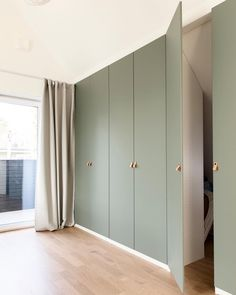 Another photo of Jennifer Glans, via on our wardrobe wall with g . Bedroom Built In Wardrobe, Wardrobe Wall, Wardrobe Door Designs, Bedroom Closet Design, Home Room Design, Closet Designs, Bedroom Cupboard Designs, Home Interior Design, Bedroom Cupboards