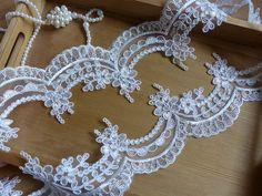 Ivory Lace Trim, Alencon Style Flower Lace, Scalloped Trim Fabric, Ivory Wave Lace