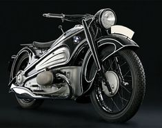 Issue of BMW Motorcycle Magazine . The Art Deco Treasure, BMW Streamliner, was sealed in a box for over 70 years. This bike is Moto Cafe, Bmw Cafe Racer, Cafe Racers, Cool Motorcycles, Vintage Motorcycles, European Motorcycles, Bmw Boxer, Vintage Harley Davidson, Vintage Bikes