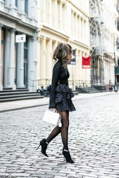 Amazing Women's Fashion for Female Body Shapes – Clothing Looks Nylons, Wendy's Lookbook, All Black Outfit, Fashion Night, Rock, Ladies Dress Design, Feminine Style, Fashion Design, Fashion Tips