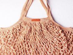 Faire un sac filet au crochet Diy Crochet Tank Top, Crochet Diy, Filet Crochet, Diy Net Bags, Bag Patterns To Sew, Crochet Patterns, Models Men, New Yorker Mode, Crochet Market Bag