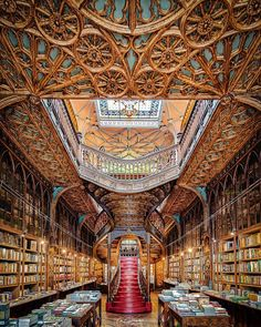 Livraria Lello in Porto Portugal. Livraria Lello in Porto Portugal. Grand Library, Dream Library, Library Architecture, Architecture Details, Livraria Lello Porto, Portugal Vacation, World Library, Old Libraries, Bookstores