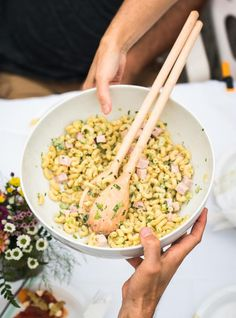 This recipe for pasta salad makes for the perfect side dish, or even as a main for lunch or dinner. Macaroni Salad, 30 Minute Meals, Pasta Salad Recipes, Cold Meals, How To Make Salad, Macaronis, Ham, Meal Planning, Side Dishes