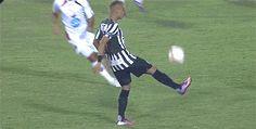 Impresionante control y regate de Neymar…