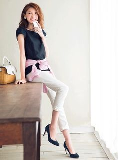 Feminine day 3: blouse with sheer sleeves x white cropped pants
