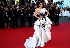 Aishwarya Rai Bachchan en Ralph & Russo | Galería de fotos 31 de 188 | VOGUE