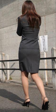 スカート 後ろ姿