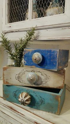 Cassetti blu shabby Shabby Chic Colors, Chalk Paint, Decorative Boxes, Prints, Diy, Painting, Vintage, Home Decor, Wood Art