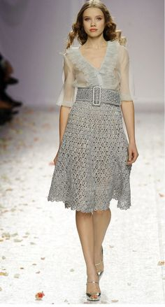 Luisa Beccaria Spring 2009 Ready-to-Wear Fashion Show - Anastasia Kirovsheeva Crochet Skirt Pattern, Crochet Skirts, Crochet Blouse, Crochet Clothes, Knit Dress, Dress Skirt, Skirt Patterns, Coat Patterns, Blouse Patterns