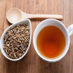 What Are the Health Benefits of Burdock Root Tea? Burdock root, scientifically referred to as arctium lappa, has been used for centuries in Europe, North America and Asia as a digestive treatment a… Tea Benefits, Health Benefits, Winter Salad Recipes, Potato Bar, Healthy Cholesterol Levels, Alkaline Foods, Best Tea, Detox Drinks, Healthy Foods