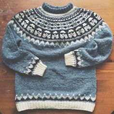 Baby Knitting Patterns Modern Knit an Amazing Star Wars Ski Sweater Featuring Tiny StormTroopers! Baby Knitting Patterns, Knitting Charts, Scarf Patterns, Knitting Tutorials, Ski Sweater, Fair Isle Knitting, Knit Crochet, Crochet Baby, Knit Cowl