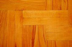 Como limpar pisos de madeira com vinagre para remover resíduos pegajosos