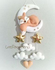 Fiocco nascita sognate tema volpe del Piccolo Principe Felt Crafts Diy, Baby Crafts, Paper Crafts, Baby Kranz, Felt Animal Patterns, Baby Mobile, Felt Baby, Felt Decorations, Felt Toys