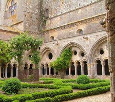 Abbaye de Fontfroide Narbonne, France via Medieval Imago