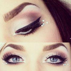 Maquiagem com cristal e strass