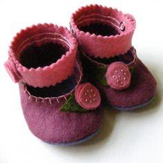 Plum perfecto y el fieltro de lana Rosa Baby Booties