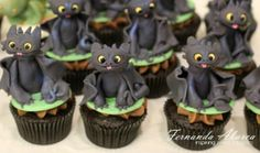 How To Train Your Dragon Cupcakes by Fernanda Abarca.