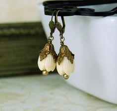 Vintage Bead Earrings Ivory Lucite Pikake by emmjeyessvintage, #vjse2 #boebot #etsybot2 #vintage #jewelry  $16.00