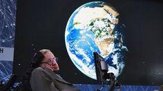 HAWKING: LA HUMANIDAD DEBE ABANDONAR EL PLANETA PARA SOBREVIVIR      Hawking: La humanidad debe abandonar el planeta para sobrevivirEl astrofísico de 74 años refleja la comprensión del Universo a partir de los avances en los últimos cinco decenios. La guerra nuclear la actividad de la inteligencia artificial y la propagación de un virus genéticamente modificado serían las causas del fin del mundo de acuerdo a Stephen Hawking. El científico británico Stephen Hawking reveló que los humanos no…