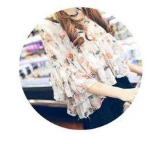 メルカリ商品: かわいい シフォン フリル袖 ブラウス ホワイトブーケ柄 #メルカリ