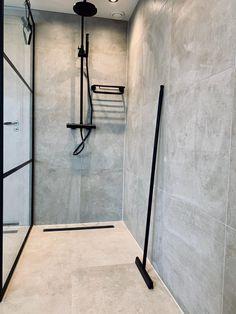 Beach House Bathroom, Bathroom Inspo, Bathroom Inspiration, Master Bathroom, Tiny Bathrooms, Beautiful Bathrooms, Bathroom Design Small, Bathroom Interior Design, Bathroom Concrete Floor
