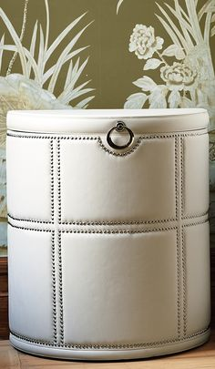 Stylish and contemporary, the Elizabeth Hamper is great for modern settings.