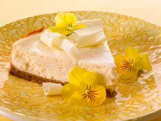 Rahkatäytteinen juustokakku Easter Recipes, Easter Food, Something Sweet, Cheesecakes, Deli, Vanilla Cake, Camembert Cheese, Goodies, Food And Drink