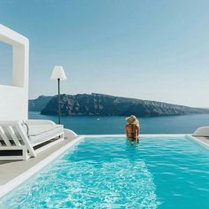Oia, Santorini  .  photo @elsa_wholesomelife