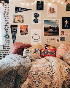Hey everyone! Dorm room essentials create a stylish space for lounging, studying & sleeping. Find ideas, products and dorm room decorating tips. From cute dorm room decor and funny college post Uni Room, College Dorm Rooms, College Dorm Decorations, Dream Rooms, Dream Bedroom, Room Decor For Teen Girls, Cute Dorm Rooms, Room Goals, Bedroom Inspo
