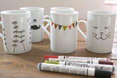 cute diy mug designs Sharpie Crafts, Diy Crafts, Diy Becher, Ceramic Cafe, Porcelain Pens, Diy Cadeau Noel, Mug Art, Diy Mugs, Easy Gifts