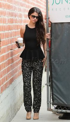 Selena Gomez print pants coffee heels print pantz
