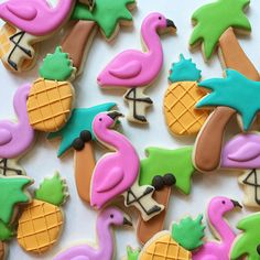 This listing includes 2 dozen (24) sugar cookies. This summer set includes the following shapes:  8 flamingos   8 pineapples   8 palm trees  This