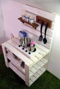 Now have a look on the different aspects and portions of this wood pallet mud…